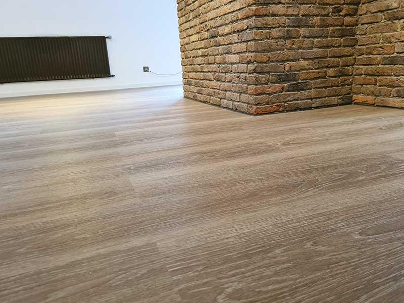 Ergebnis Hausrenovierung in Gültstein - neue Fußbodenverlegung und Wand streichen