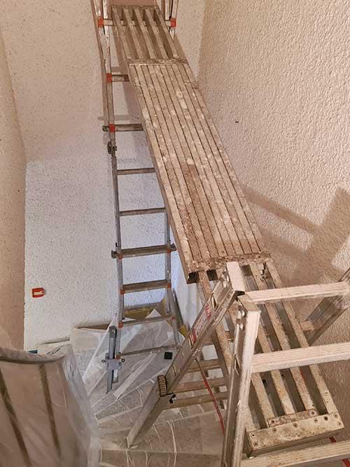 Gerüstbau und Wände streichen lassen vom Maler
