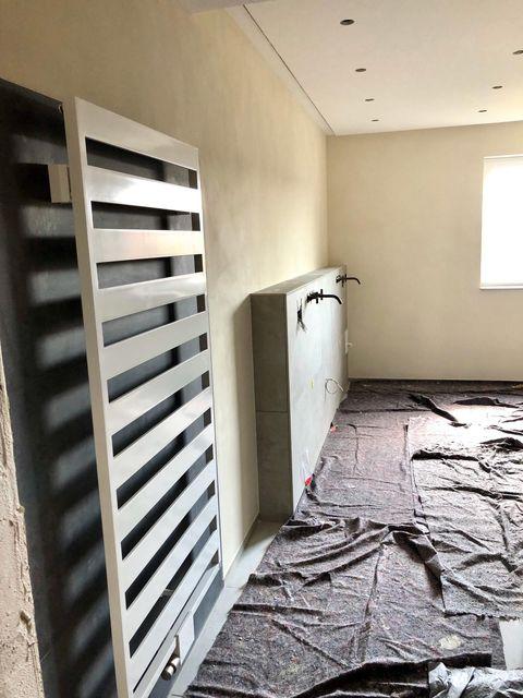 Handwerkerarbeiten vom Maler für edle Badezimmergestaltung in Oberjesingen 2020