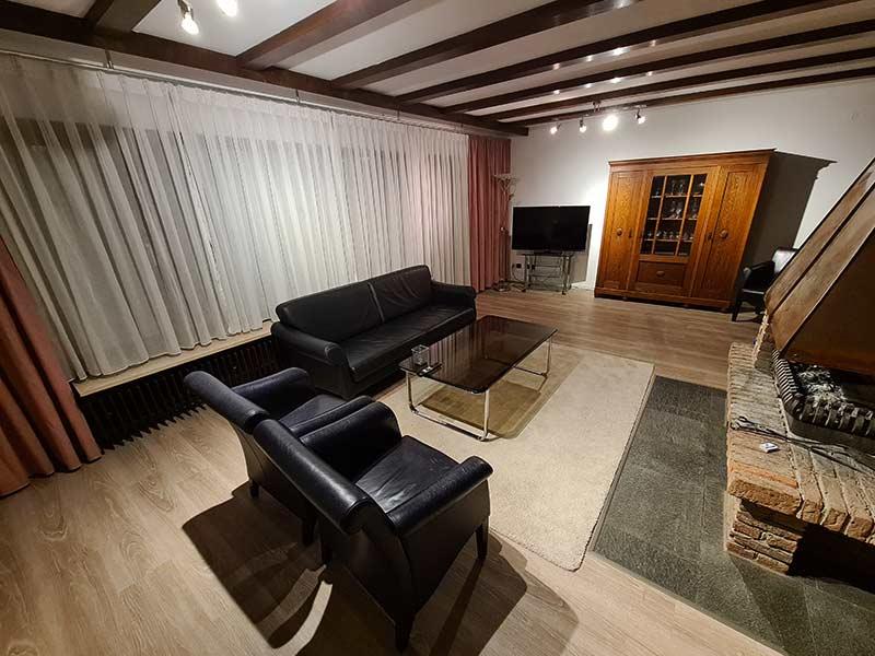 Hausrenovierung Neue Bodenbeläge und Wände streichen