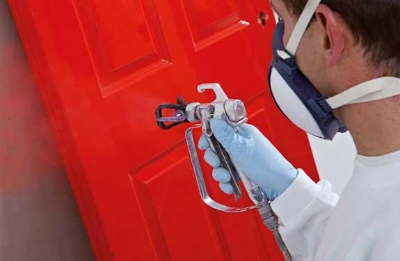 Hochwertige Lasuren und Lackierarbeiten - hier frische Tür Lackierung von Malermeister Kessler