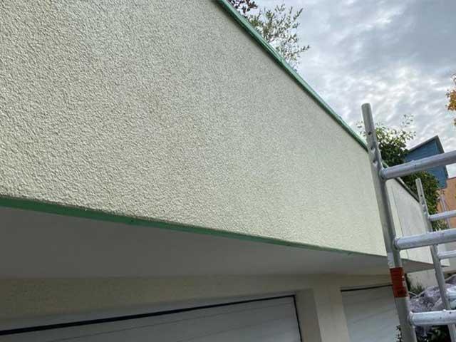 Neue Fassadenfarbe nach Streicharbeiten von Malermeister Kessler in Herrenberg