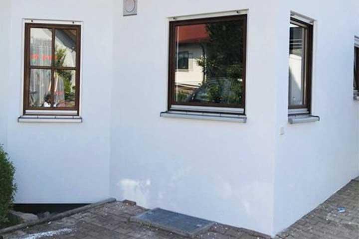Neuer Fassadenanstrich an einem Haus in Aidlingen Kundenprojekte 2019 von Malermeister Kessler