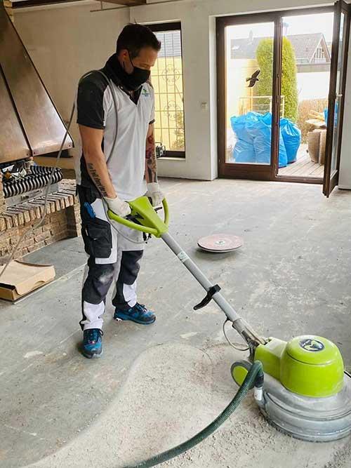 Teppichboden Entfernung und Vorbereitung Untegrund für neue Bodenbeläge