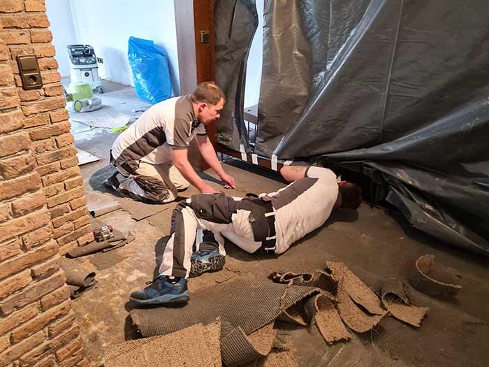 Untergrundvorbereitung und Abklebung bei Hausrenovierung 2021 Gültstein